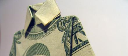 Dolar dobrado em formato de camisa