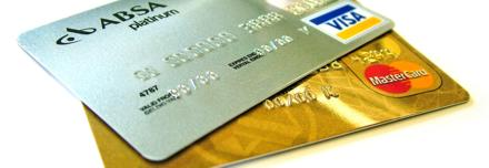 Cartões de crédito prata e ouro