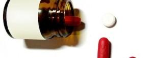 Frasco de remédios caídos