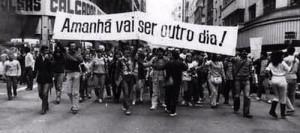 """Foto do movimento Diretas Já com dizeres """"Amanhã vai ser outro dia"""""""