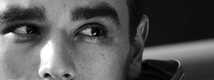 Foto de homem em preto e branco