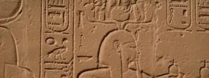 desenho cravada em uma parede de uma pirâmede