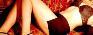 mulher com roupas curtas