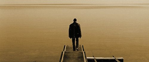 Homem em um cais